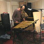 """Mathias Ståhl spelar fint på sitt stora, fantastiska instrument på """"Här är jag nu""""."""