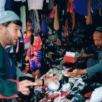Jag åkte med på min kompis PJs mc. Från Pakistan och in i Kina. Min packning kom inte med planet så jag var tvungen att köpa kläder på marknader längs vägen. Bortsett från kalsongerna gick det bra och fasen vilken lycka att resa med bara det nödvändigaste.