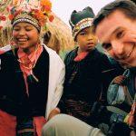 """Norra Laos -03. I bergen hos Akha folket. Det vete fasen om dom hade haft långväga främmande förut. För mig var det i vilket fall än av dom mest avlägsna och främmande platser jag varit på. Och väldigt trevligt. Jag och Kerstin filmade för """"Packat & Klart"""" i SVT."""