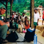 På östsidan av Madagaskar finns en holme med regnskog kvar, Masoala. Det tar någon dag att gå igenom och man kan övernatta i byar som den här. Jag var på jakt efter lemurer förstås. Just på den här trippen var det ingen större lycka. Men att sova över i hyddorna på vägen är ett oförglömligt minne.