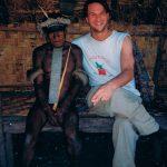 """Vi var egentligen ute efter att ta oss till """"Trädkannibalerna"""" i träskmarkerna på Nya Guineas södra sida men när det visade sig att det skulle kosta exakt hela reskassan och att det inte gick att säga hur vi skulle kunna ta oss därifrån igen så fick det bli en tur upp i bergen istället. Jag tycker vi fick jäkligt mycket Nya Guinea för pengarna ändå."""