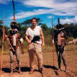 Nya Guinea 1995(?). Dom ser ju rätt skräckinjagande ut (ja, inte killen i mitten, dom andra) men jag lovar, vänligare människor har jag väl aldrig stött på.