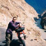 Min kompis PJ tog motorcykel och åkte från Erstagatan på söder till Nepal. Jag flög ikapp honom i norra Pakistan och hängde med sista biten på bönepallen. Norra Pakistan var helt fantastiskt, vänligt och vackert. Vi fortsatte in i Kina men vände för vi längtade tillbaka. Att åka motorcykel genom låglandet i Pakistan och Indien är däremot inget jag planerar att göra igen. Den trafiken kräver pansarvagn om det skall kännas säkert.