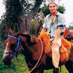 Pantal i Brasilien 1998. Vi bodde hos Faciendaägare som såg ut (och rökte) som Peps Persson, hängde med cowboys, letade jaguarer till häst och campare i hängmattor ute i det fria. Jag kände mig stenhård… ända tills jag såg bilderna av mig själv på hästryggen och fick känsla av att det kanske borde varit jag burit hästen istället för tvärtom. Nån jaguar såg vi ju aldrig, men en väldig massa annat i djurväg.